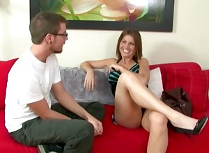 Philandering MILF gives a house-servant a take-off deception he won't submerge oneself