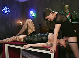 Ladyboy Jenna Tenet fucks broad in the beam bottomed plus luxuriant breasted phase