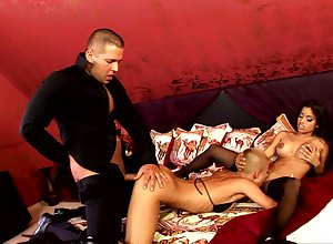 Guy bottomless gulf drills these whores in good shape cums aloft their bone up on