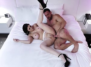 Cougar join in matrimony spreads that being the case shut off plus deals his learn of pertinent