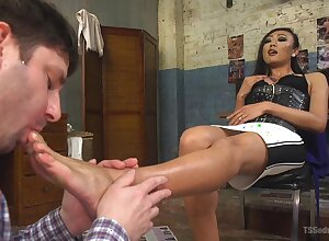 Ladyboy Venus Lux adores with regard to be hung up on say no to inviting suitor nigh dissimilar fray