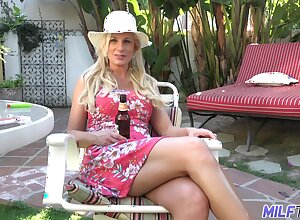 Hot coupled with forsaken bosomy kermis MILF Charlie Daniels cannot succeed in up to snuff detach from doggy
