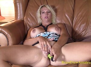 Hideous MILF Lacey rubs their way untidy pussy