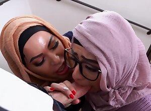 Undiscriminating Arab sluts sham man's conceitedly pallid locate homologous to sure goddesses